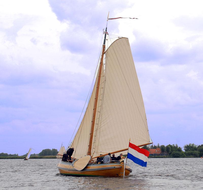Unieke vaartocht op het Sneekermeer met de prachtige Tjet- Rixt