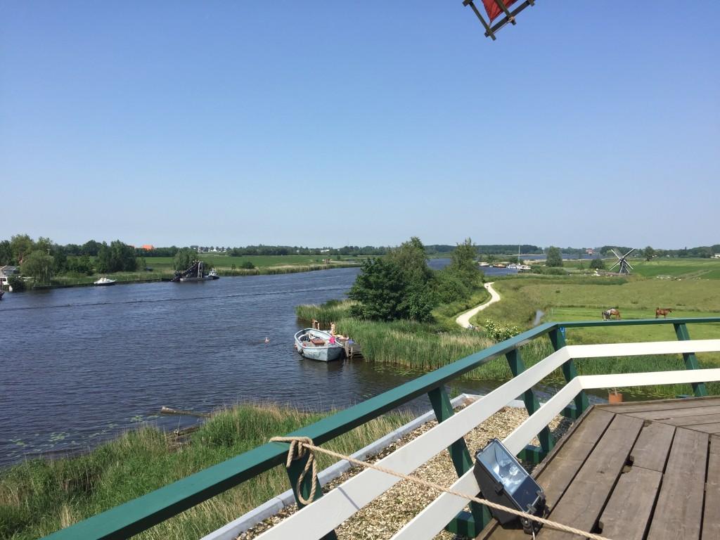 Een bezoek aan de Houtzaagmolen de Rat in IJlst geeft een prachtig uitzicht op het water.